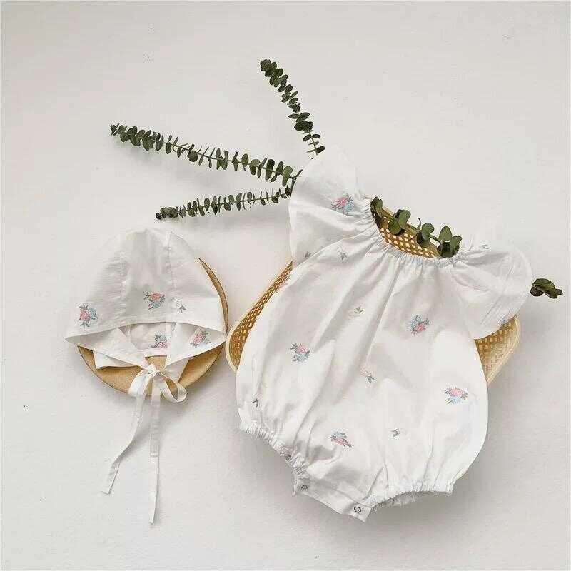 LHB2 - Beyaz Çiçekli Tulum Şapkalı 2'li Takım