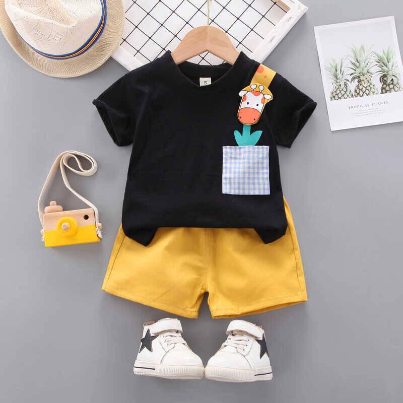 SUM211 - Zürafa Desenli Siyah Tshirt ve Şortlu 2'li Takım