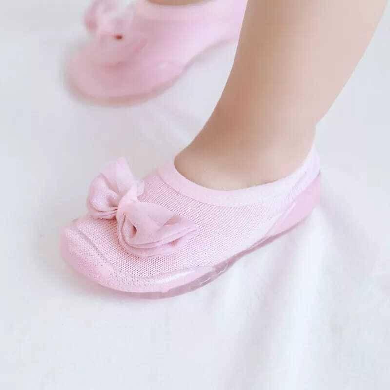 SS212 - Pembe Kurdele Detaylı Çorap